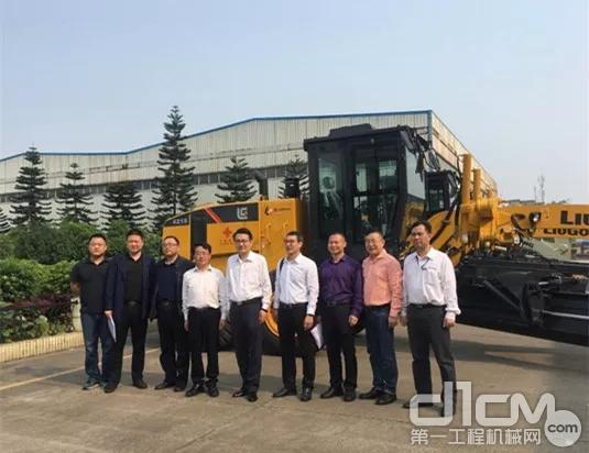 商务部下属中国国际经济技术交流中心组织团队,对柳工进行调研并对此批援外物资进行检验