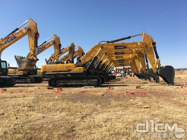 雷沃FR480E挖掘机