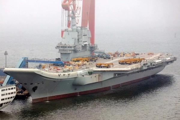七台徐工起重机登陆首艘国产航母