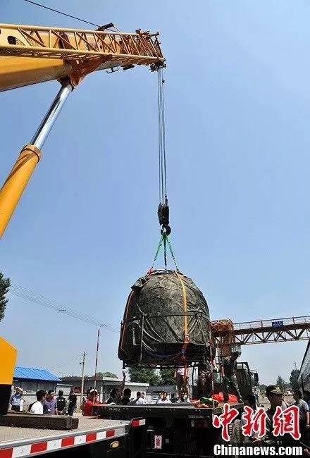 徐工起重机吊装载人航空返回舱