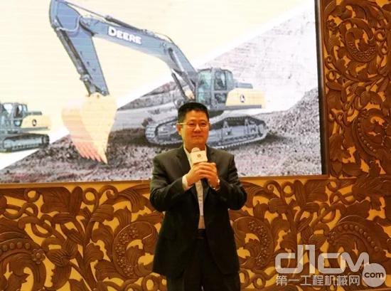 约翰迪尔钱柜777娱乐官网钱柜娱乐777官网登录 天津工厂生产及运营总经理刘友军介绍E400LC挖掘机