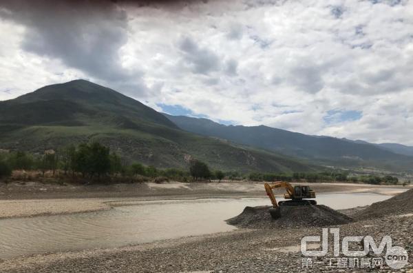 临工E6135F挖掘机