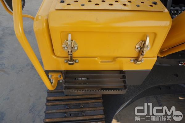 图为:内设自动升举的气缸的工具箱