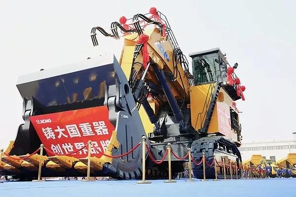 徐工700吨液压挖掘机重磅下线