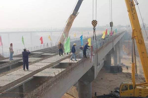 河北特大跨河桥梁吊装施工