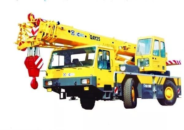 中国第一台具有自主知识产权的25吨全地面起重机面世