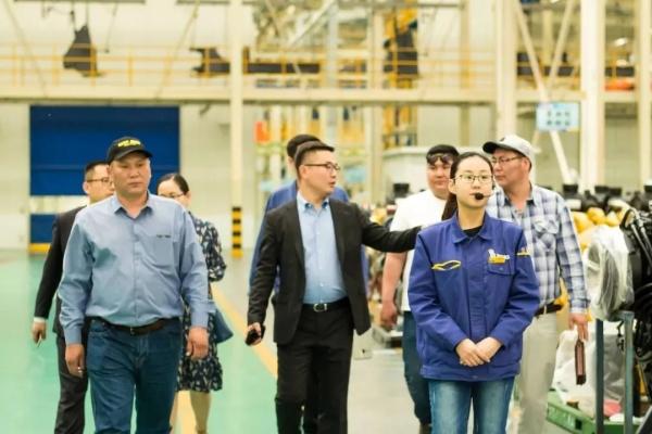 客户参观徐工大吨位装载机制造基地,感受大国智造
