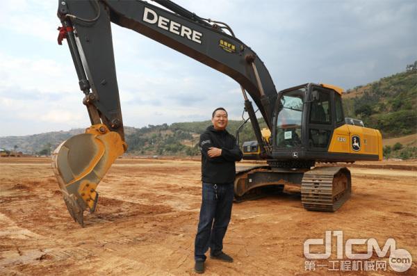 秦总与他的约翰迪尔E210标准版挖机