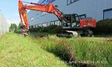 日立长臂挖掘机工作