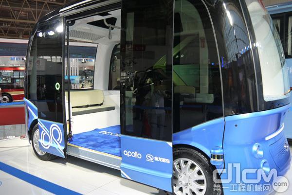 金龙客车展出了中国首款商用级无人驾驶巴士(真的没有方向盘哟)