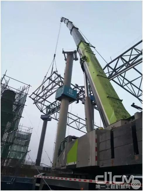 中联重科4.0起重机正在建设北京新机场