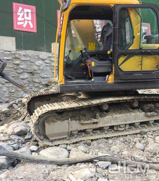 山东临工E6210挖掘机