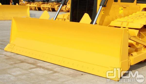 山推DH17C推土机拥有4.4m3大容量铲刀