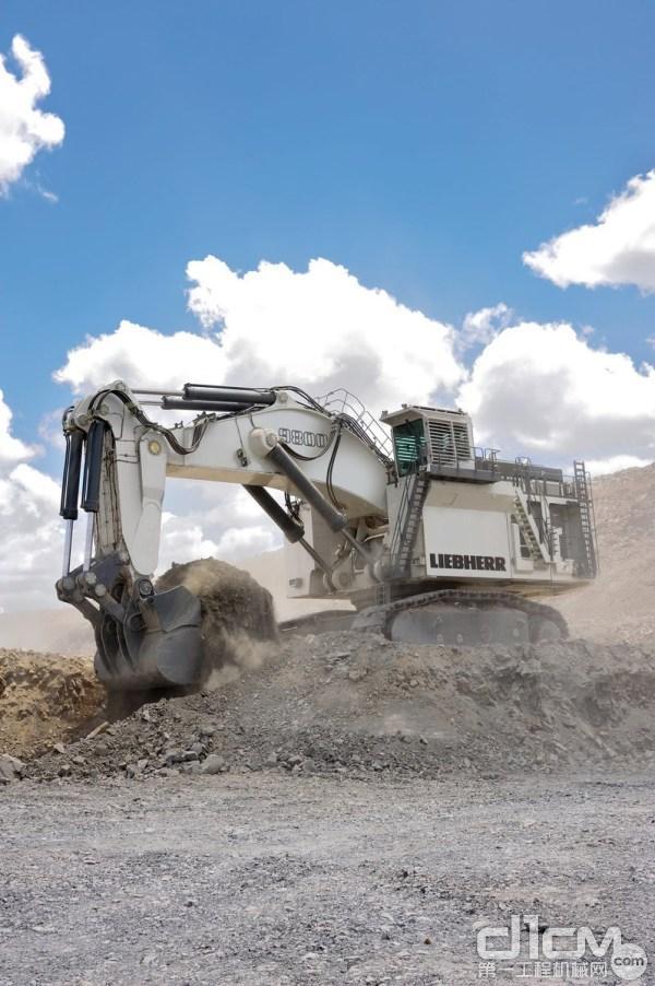 利勃海尔R9800电能驱动矿用挖掘机