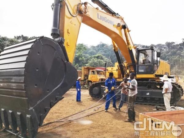 柳工大型挖掘机CLG970E