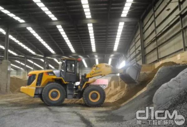 柳工装载机在施工