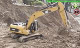 卡特320D挖掘机在山坡工作