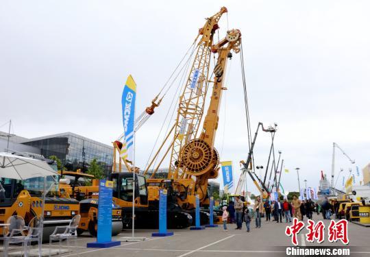 当地时间6月5日,第19届俄罗斯国际建筑机械及工程机械展上来自中国<a href=http://product.d1cm.com/brand/xcmg/ target=_blank>徐工</a>的工程机械设备。王修君 摄