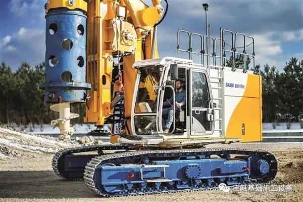 图为BG 15 H钻机的运输宽度仅为2.5米,为该型号设备独特的优势。