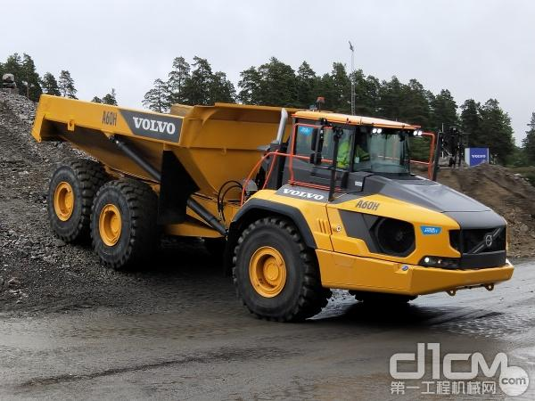 沃尔沃A60H铰接式卡车现场演示