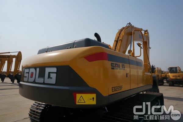 图为:山东临工E6225F挖掘机高强度底盘