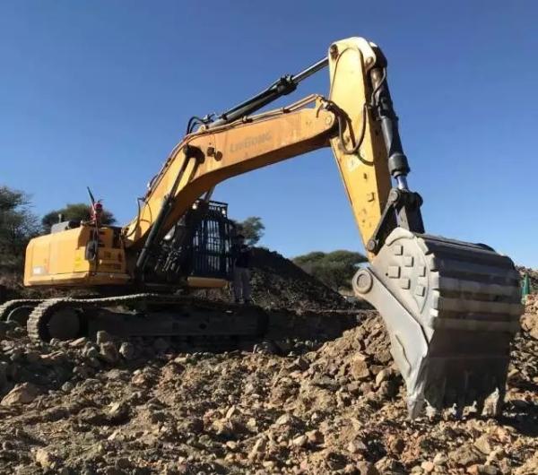 柳工大型挖掘机