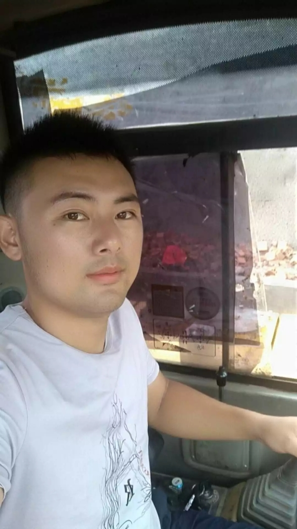 雷沃挖掘机用户杨文广