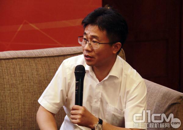 三一集团总裁助理刘永东在座谈会上发言