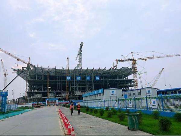 中联重科塔机正在施工