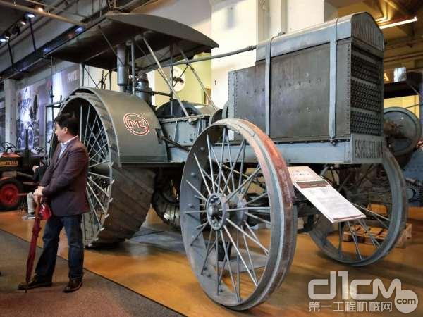 沃尔沃1913年产的2缸40马力8.3吨重的机械拖拉机