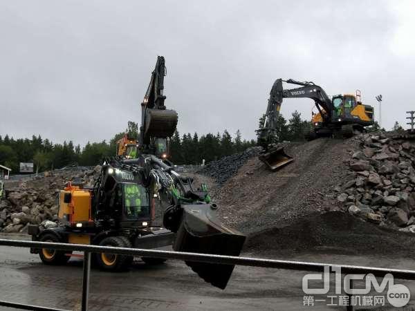 可旋转挖斗的沃尔沃轮式挖掘机
