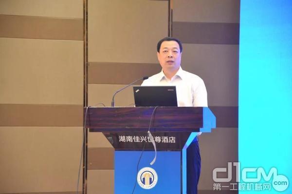 中国施工企业管理协会副会长兼秘书长尚润涛作重要讲话