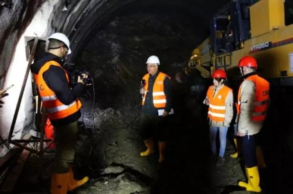黑山共和国国家电视台对XTR260悬臂隧道掘进机施工进行专访和报导