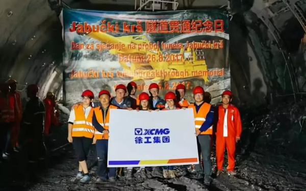 2017年8月26日,黑山共和国南北高速公路Jabuka隧道顺利贯通