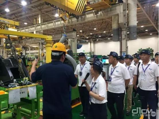 VSP考察团参观斗山群山工厂挖掘机和装载机生产线