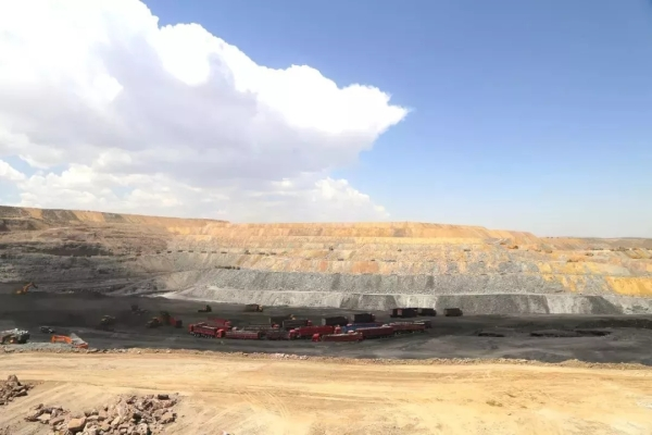 在这个煤炭矿区,柳工的设备有30多台