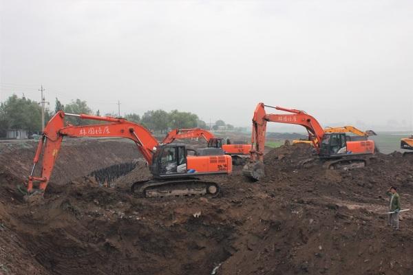 晋阳湖景区改扩建工程中的日立大挖