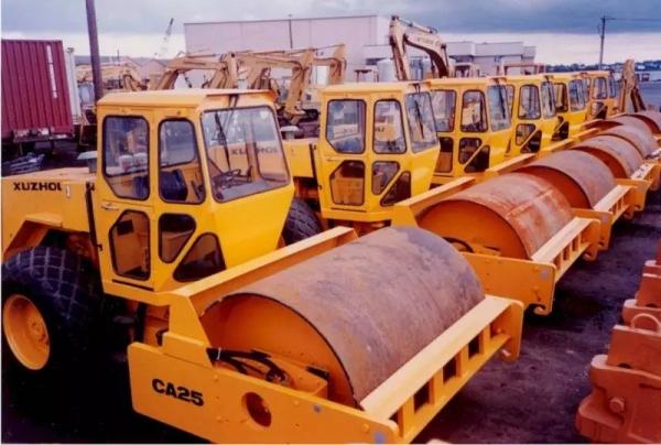 90年代,徐工压路机批量出口美国,创下中国工程机械首次进军高端市场第一单