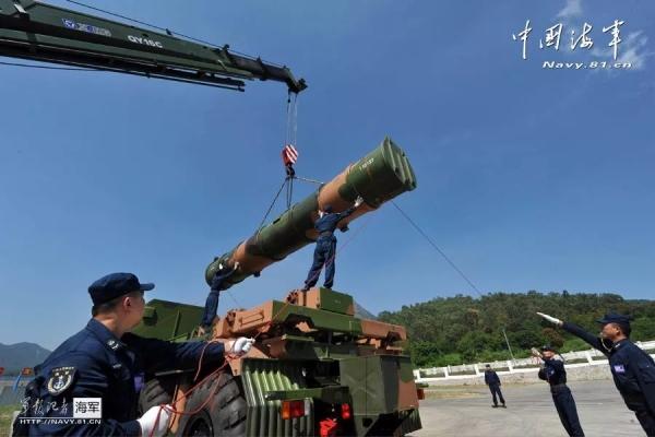 效力国防,做中国人民解放军坚强的臂膀