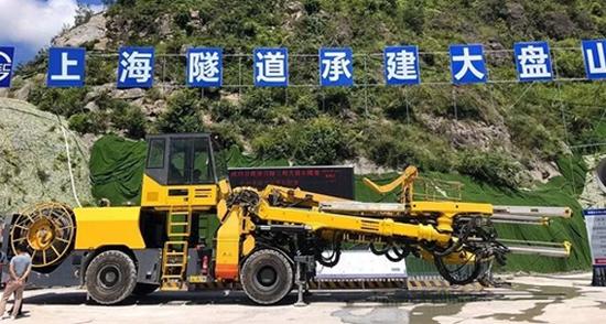 安百拓三臂电脑台车顺利抵达杭绍台高速公路项目现场