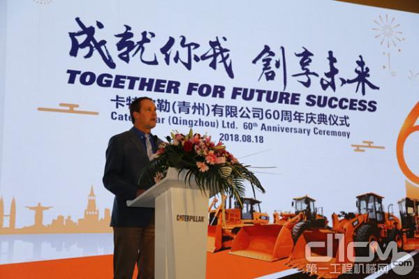 卡特彼勒土方产品事业部全球副总裁Frederic Istas 上台讲话