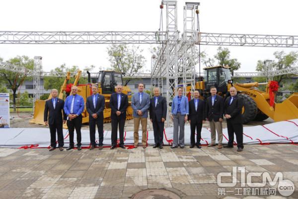 新款8吨装载机SEM680D以及升级版SEM822D推土机