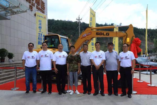 韩维兵获赠一台临工E660F型挖掘机,即将开启自己的工程机械事业