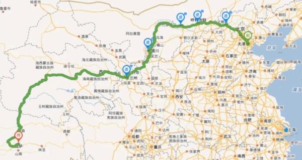 首台推土机运达国内天津港后,一路驶向西南,跨过将近4000公里,今后每一台设备也会沿着相同的途径抵达工地。