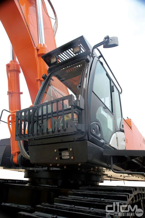 ZX890LCH-5A的前端工作装置采用R型强化设计,以加厚板材和完全焊接结构提高强度