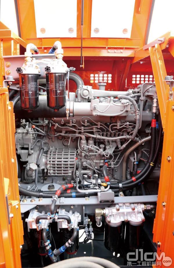 ZX890LCH-5A通过优化燃油回路、增设电动燃油泵以提高排气性能,多级燃油过滤装置和先进的冷却系统可使发动机时刻保持良好状态