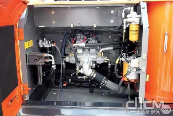 液压油冷却器、散热器和中冷器采用并列设置,简化了发动机周边的清洁作业