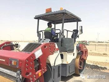 贾法尔工程公司的戴纳派克车队正在科威特的许多道路和基础设施项目进行施工