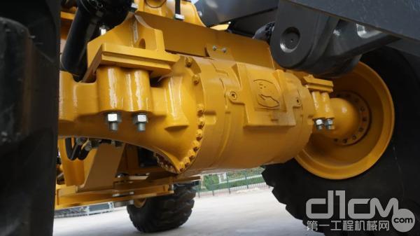 WL56L装载机配备了四速德国ZF变速箱,换挡非常平顺。拥有可靠而简单的液压系统,并配以坚固的刚性结构及重型铲斗