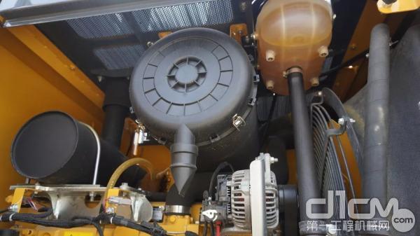 WL56装载机液压系统采用精选的派克(parker)液压元件,其可靠性、耐用性和优质的品质为世界所公认